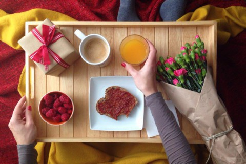 Foap-Breakfast_in_bed1-480x320